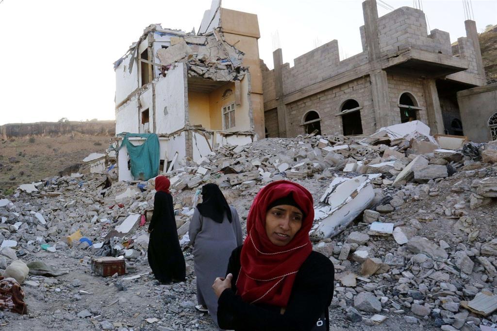 Bombardamento dei caccia sauditi sulla capitale Sanaa (Ansa)