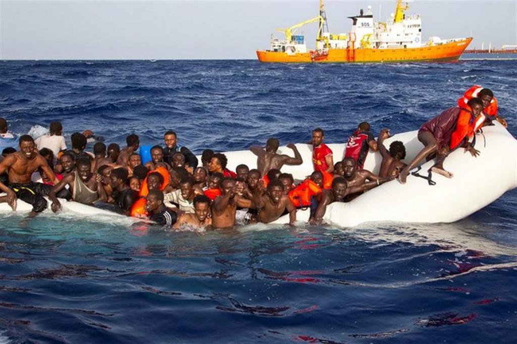 """spagna, """"proiettili di gomma e piombo contro migranti poi respinti in marocco""""."""