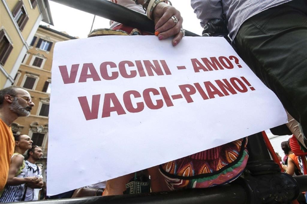 Vaccini l 39 obbligo a scuola legge follia no vax for Deputati del pd