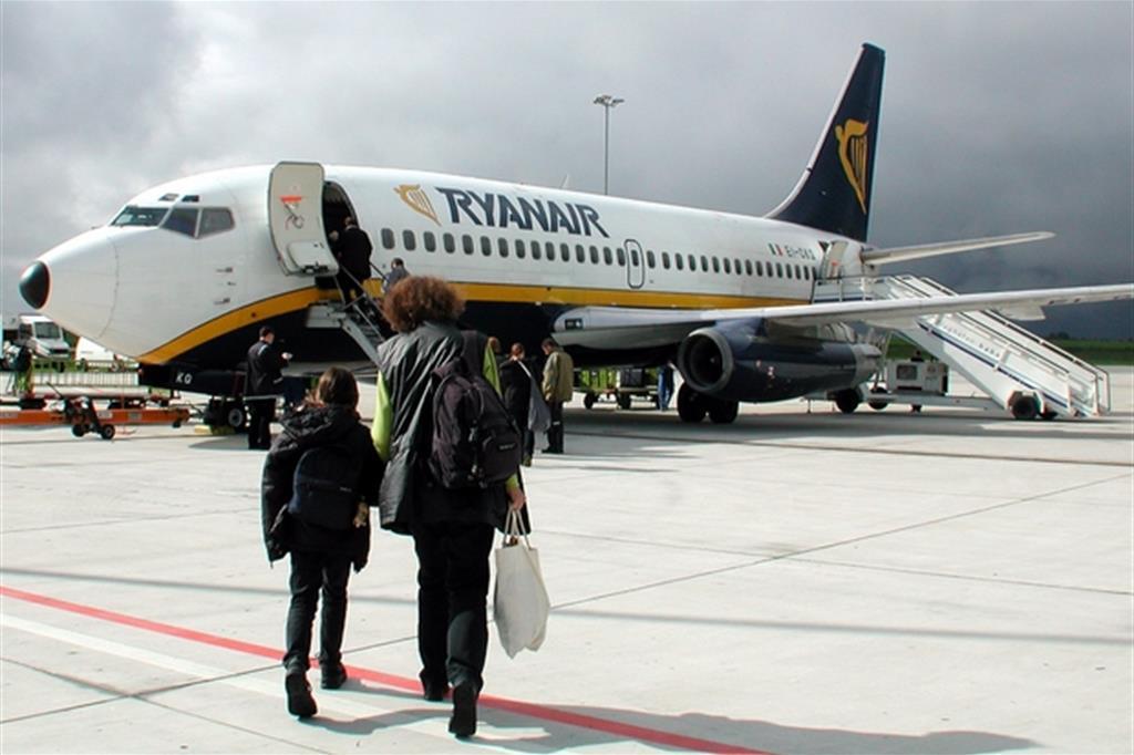 Assistenti di volo da assumere in italia for Cambio orario volo da parte della compagnia
