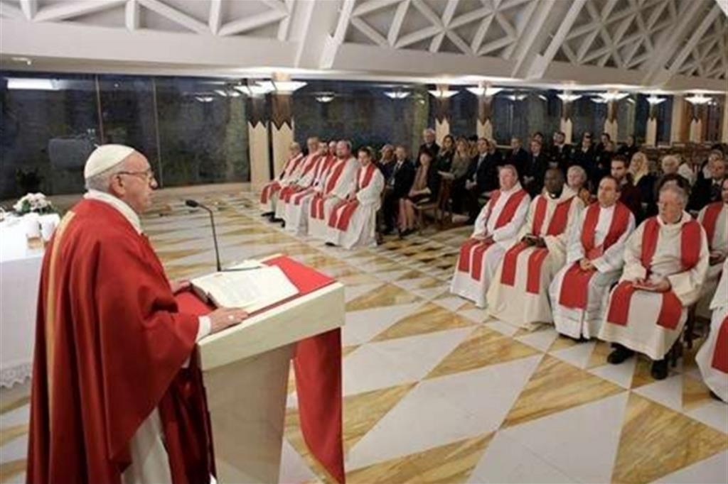 Il Papa: le nostre chiese siano chiese di servizio, non supermercati
