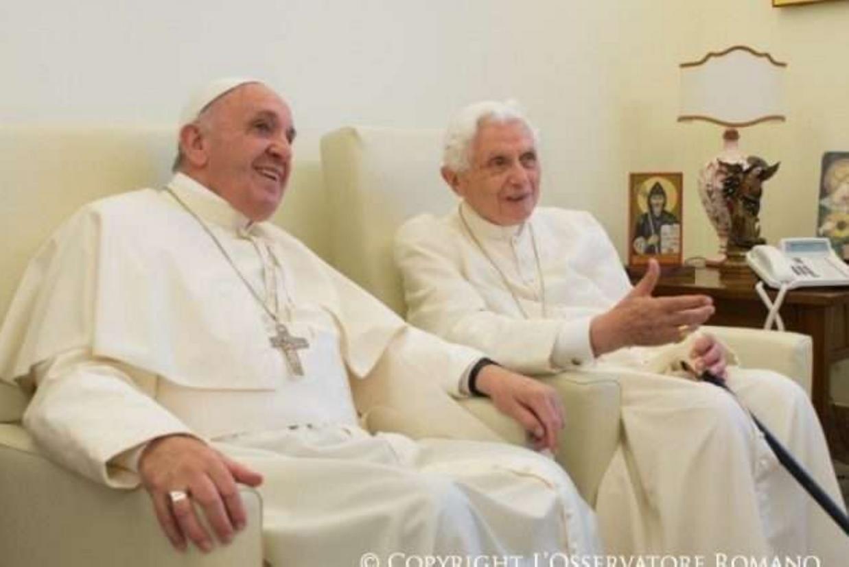 Auguri Di Natale Papa Francesco.Papa Francesco Incontra Benedetto Xvi Per Gli Auguri Di Natale