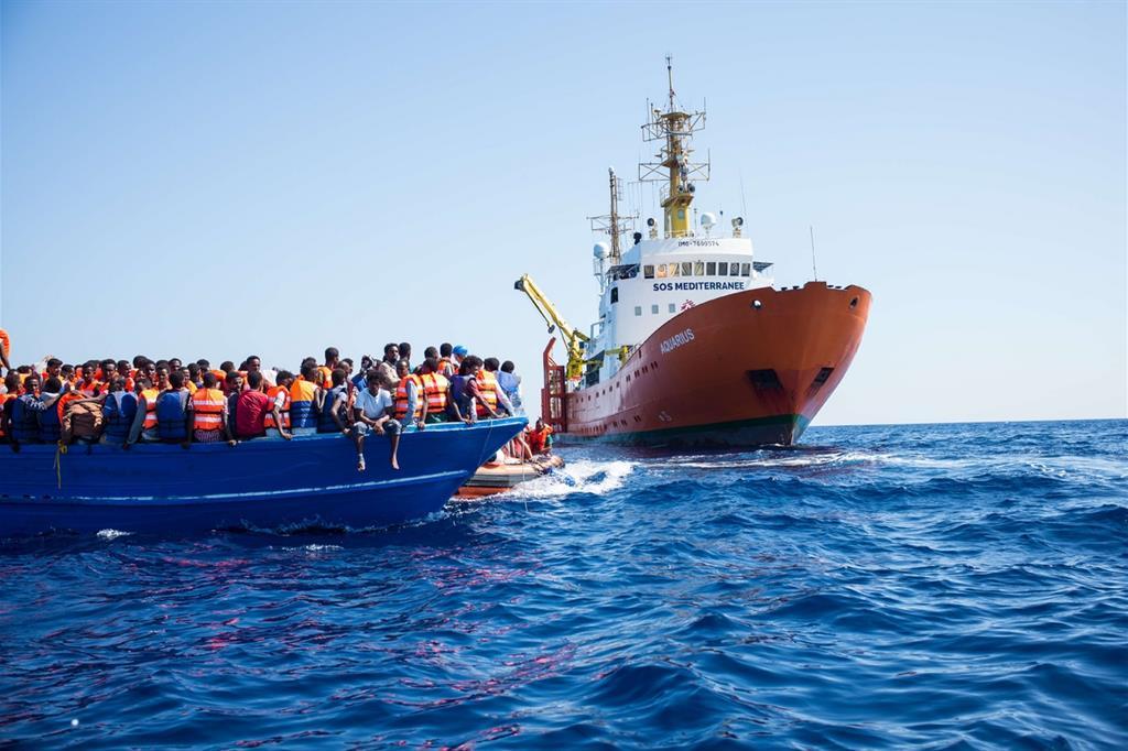 La nave Aquarius di Sos Mediterranée in azione (Isabelle Serro / Sos Mediterranée)