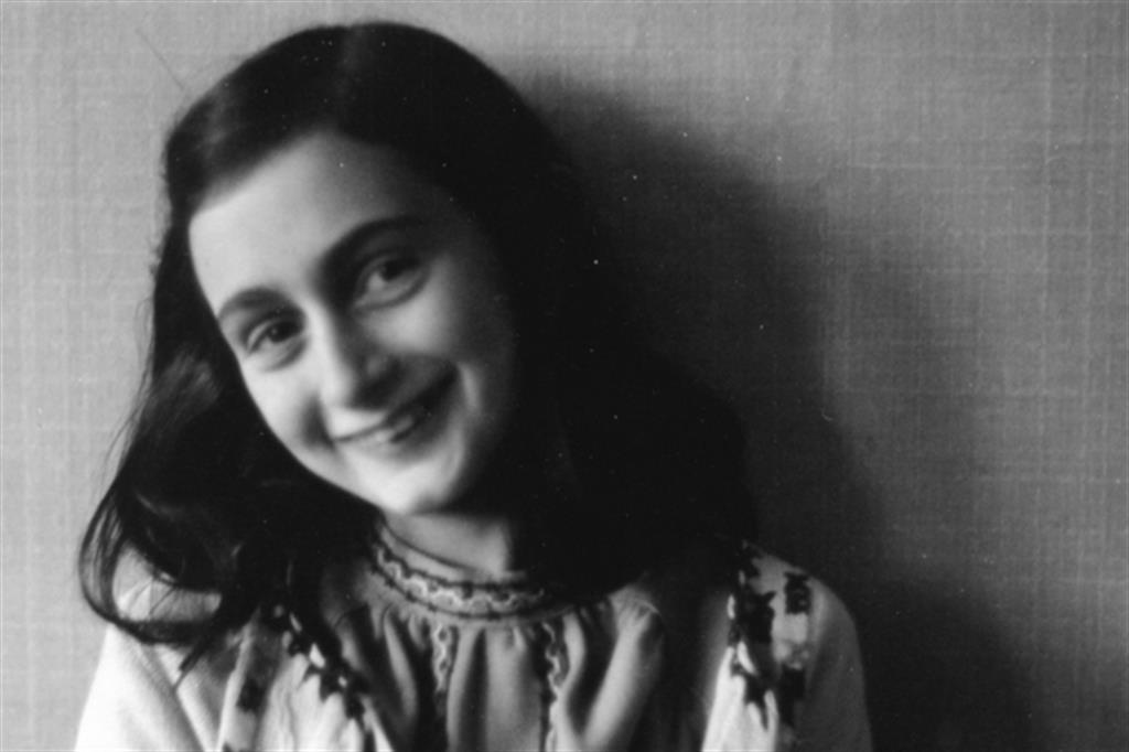 Una fotografia di Anna Frank. La ragazzina morì nel 1945 di tifo nel campo di sterminio di Bergen Balsen
