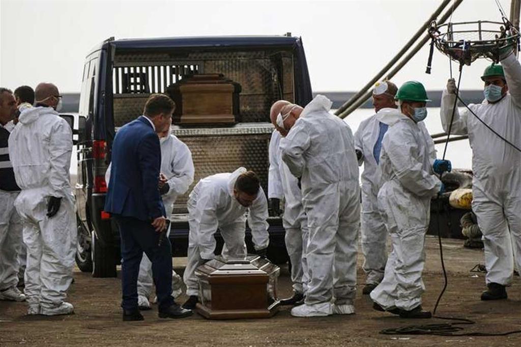 Salerno sbarca nave con a bordo 26 ragazze morte fermati for Subito offerte lavoro salerno
