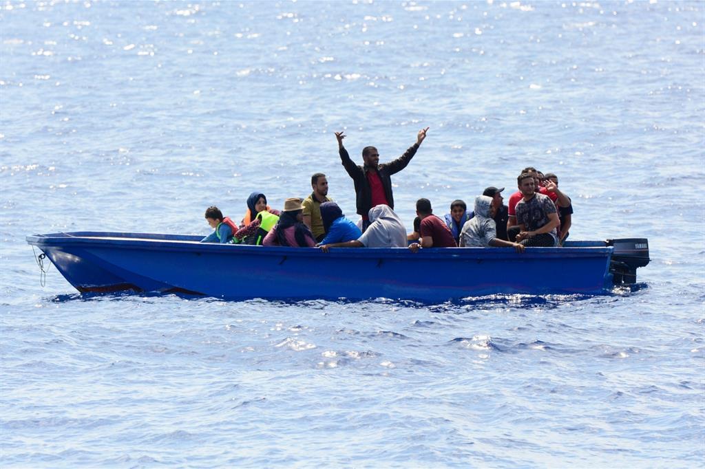 Risultato immagini per immagine di barca migranti