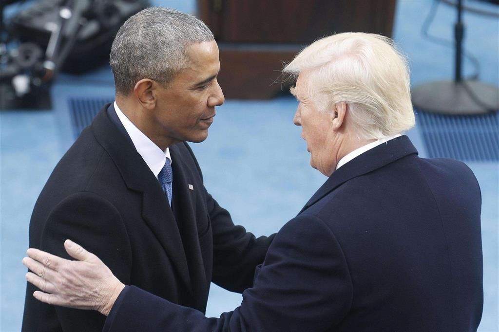 Il saluto tra Obama e Trump -