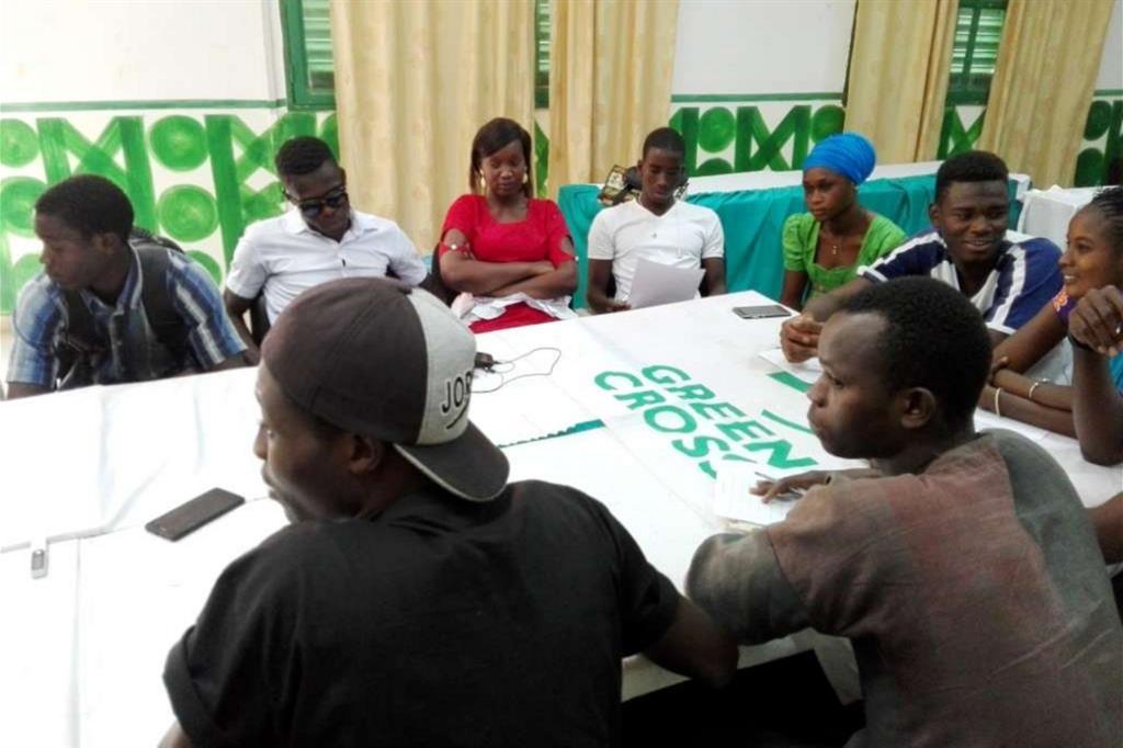 Sognando l'Europa. Al centro di formazione professionale di Ourossogui, i ragazzi  si raccontano e immaginano un'Europa che li accoglie e li fa crescere. Il loro sogno è  partire per migliorare preparazione e competenze, per poi ritornare in Senegal e  contribuire allo sviluppo del loro Paese. -