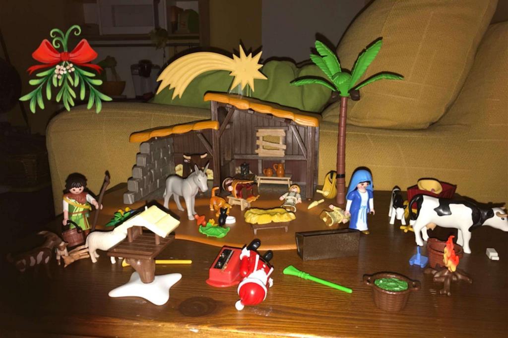 Presepio di Miryam, 3 anni («San Giuseppe e Babbo Natale/San Nicola   dormono perché sono stanchi»). Postato da Giuseppe Andreucci -