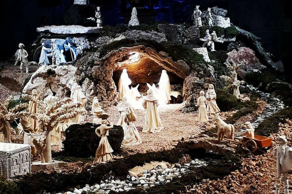 Presepe di pane - Olmedo (SS) - chiesa romanica N. S. di Talia (XII sec.). Postato da Pier Paolo Daga -