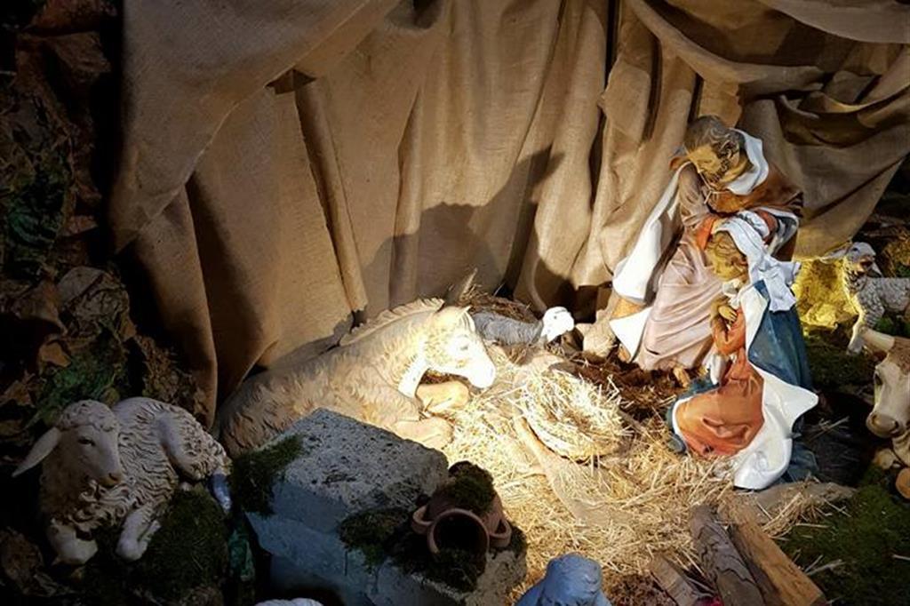 Presepe realizzato nella parrocchia di Santa Silvia a Roma - A grandezza più o meno naturale. Postato da Elena Cappelloni -
