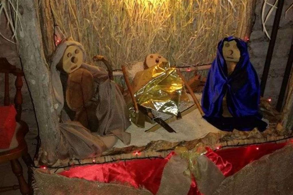 Presepe della scuola materna di Borgo Sant'Antonio di Fossombrone. I personaggi in legno e sono stati costruiti dai bambini -