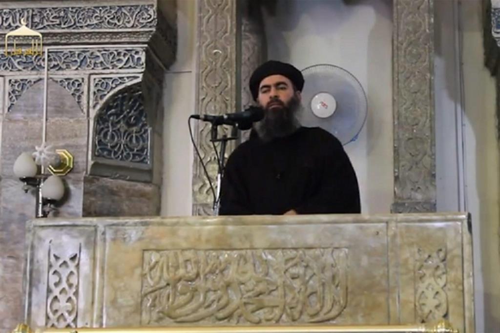 Abu Bakr al-Baghdadi, il 4 luglio 2014 nella moschea di al-Nuri a Mosul (Ansa)