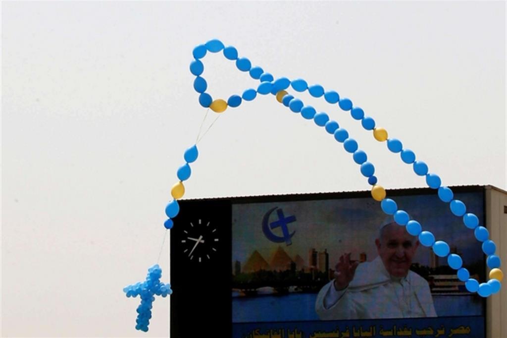 Un Rosario di palloncini nel cielo egiziano (Ap)