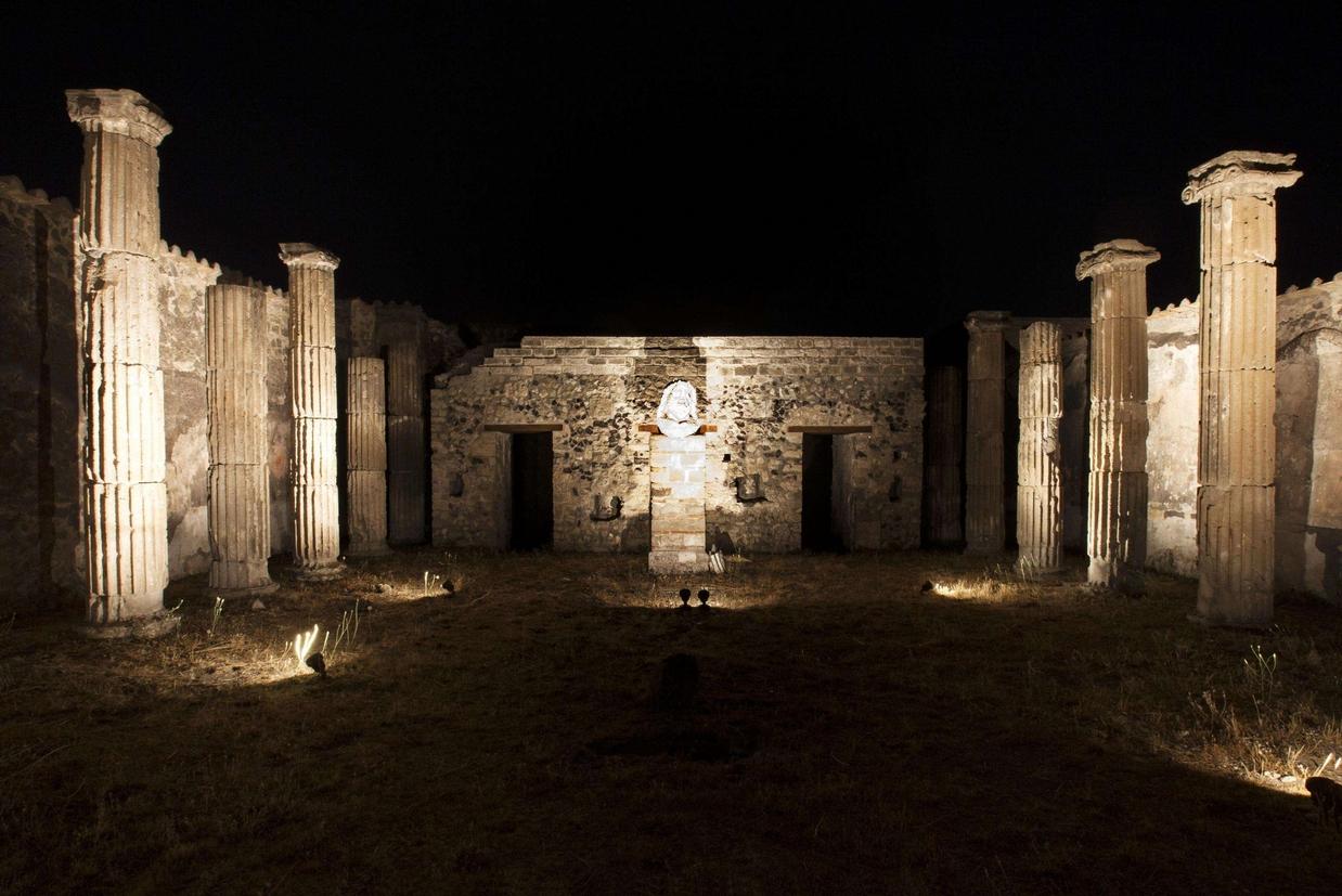 Il fascino di pompei anche di notte con la nuova illuminazione a led