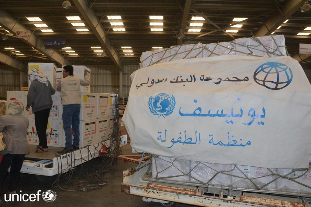 L'Unicef è riuscito a trasportare in Yemen 6 milioni di dosi di vaccino. Serviranno per 3,7 milioni di bimbi e per gli adulti -