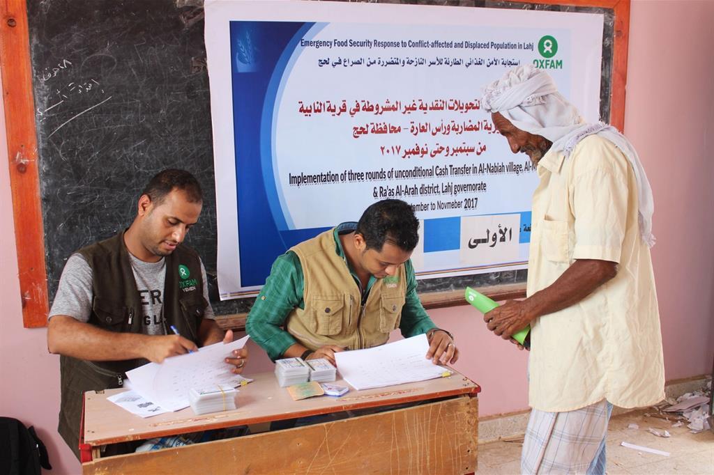 Sette milioni di persone fanno fatica a mangiare e chiedono aiuto ai centri di distribuzione alimentare  (Oxfam - Omar Algunaid) -