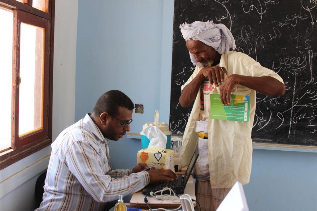 E anche per le medicine è una lotta ogni giorno  (Oxfam - Omar Algunaid) -