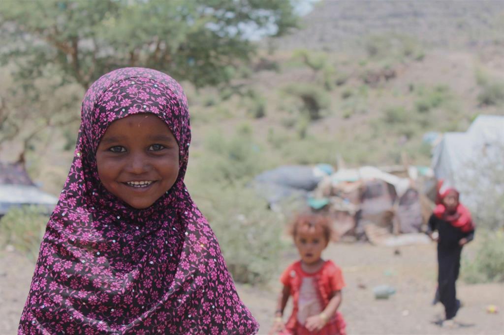 I bimbi riescono sempre a sorridere. Ma quale sarà il suo futuro? Molte piccole vengono date in spose già a 8-10 anni (Oxfam - Zeyad Ghanem) -