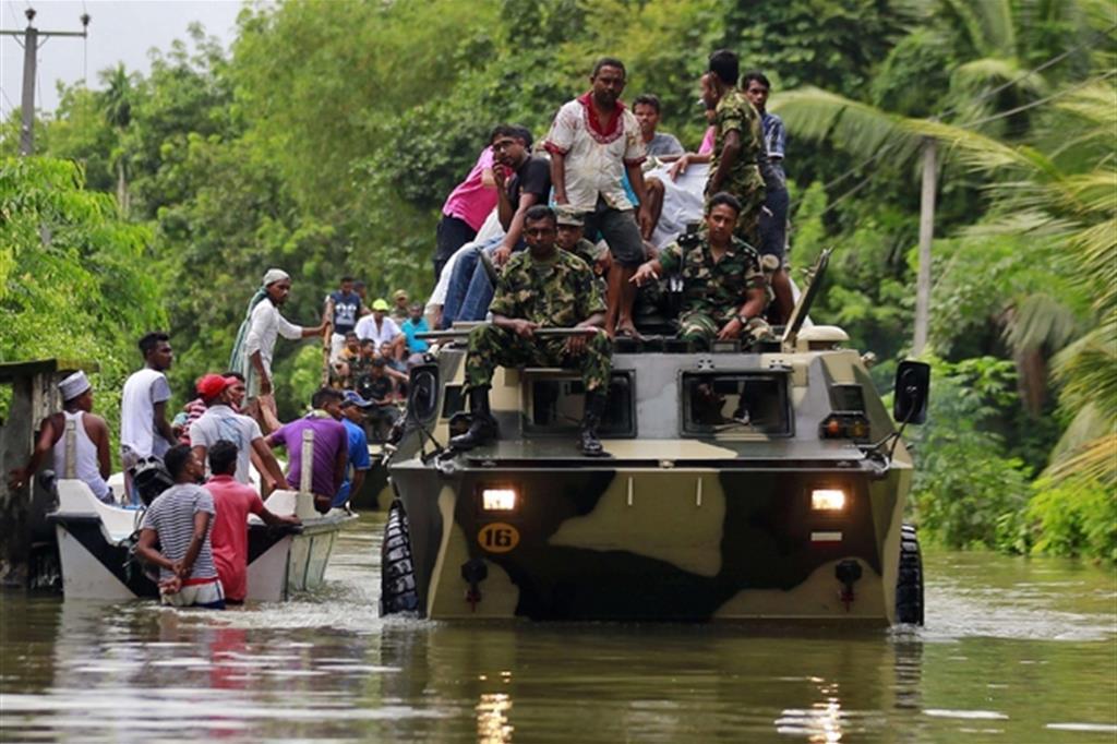 I numeri della tragedia sono in continuo aggiornamento: almeno 500mila persone sono state evacuate dalle loro abitazioni, in particolare nelle zone meridionale e occidentale dell'isola. -