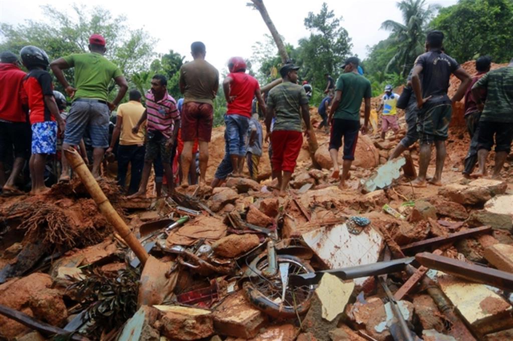Le autorità hanno invitato a lasciare le zone più a rischio, aiuti sono in arrivo dall'India. -