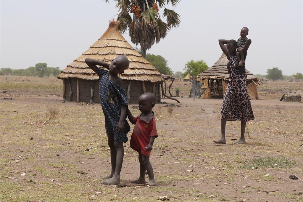 Guerra e cambiamenti climatici lasciano 100mila persone alla fame
