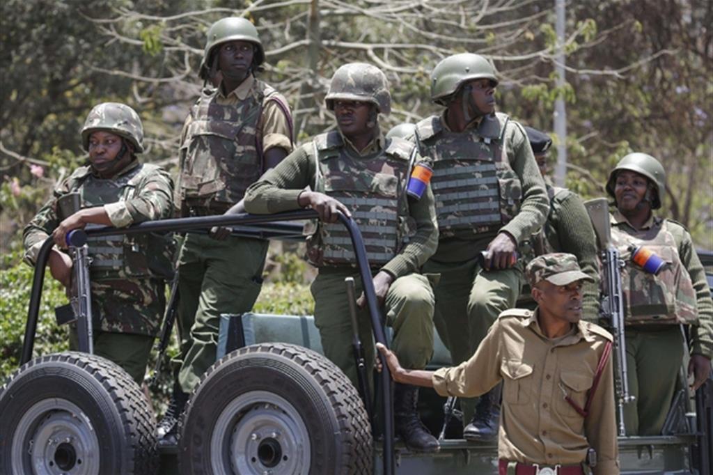 Da giorni l'esercito è schierato nelle strade: si temono attacchi in vista del voto del 26 ottobre (Ansa)