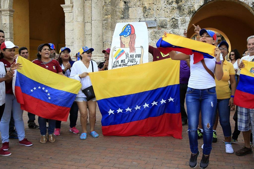 Si è protestato anche all'estero, come in Colombia dove vivono molti venezuelani (Ansa) -