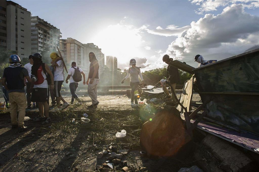 Nelle strade di Caracas. Il futuro appare incerto (Ansa) -