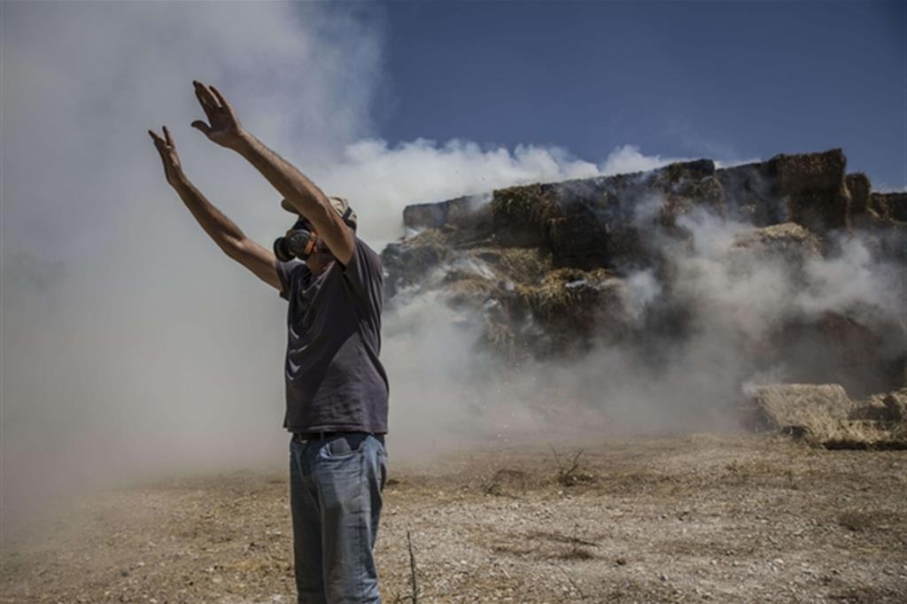 Le proteste al confine della Striscia di Gaza con Israele (Ansa)