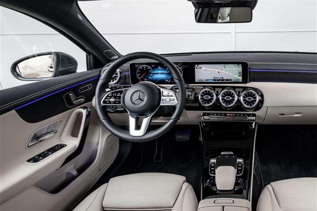 Mercedes Classe A, l'auto che capisce e risponde