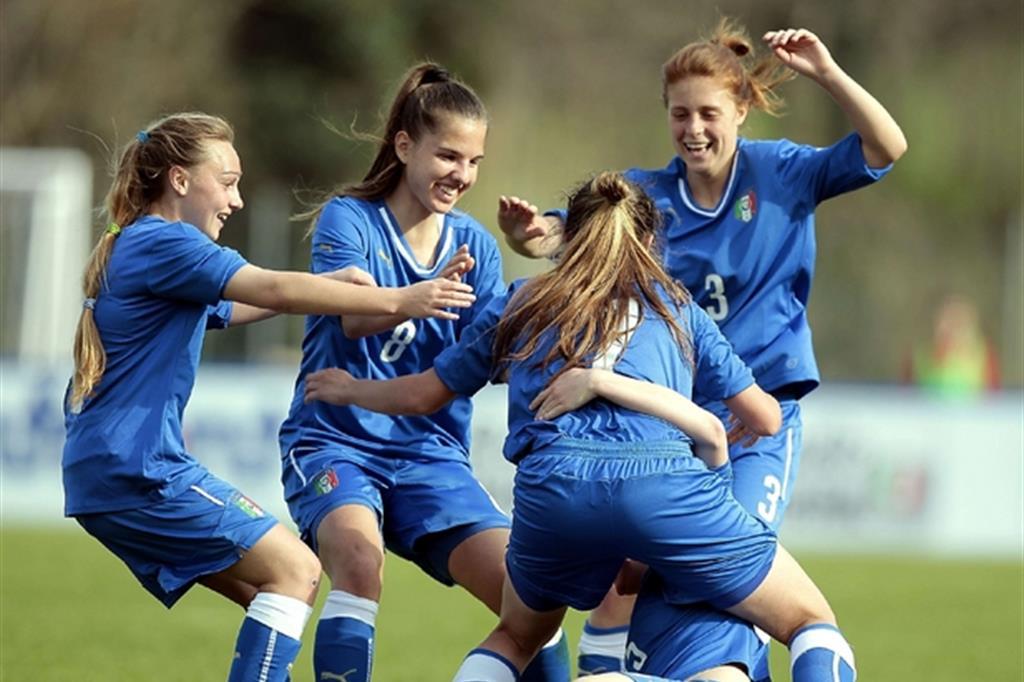 Alcune ragazze della Nazionale di calcio femminile, la qualificazione a Francia 2019 è vicina