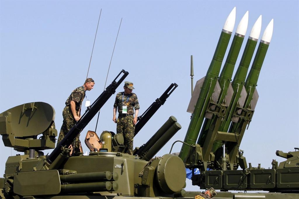 Missili Buk-M2 in una parata in Russia (Ansa)