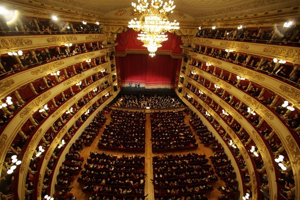 L'interno del Teatro alla Scala di Milano visto dal loggione (Ansa)