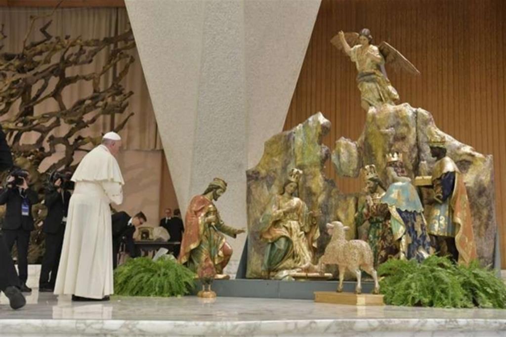 Regali Di Natale Per Il Papa.Papa Natale Non E Riempirsi Di Regali Ma Accogliere Le Sorprese Di