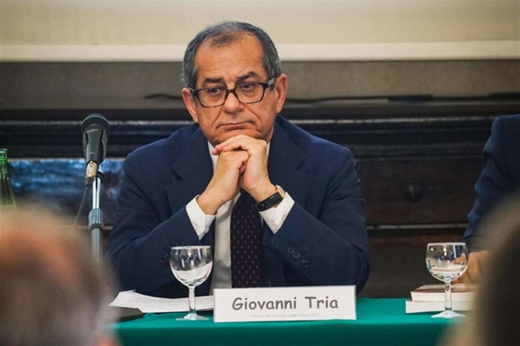 Il ministro dell'Economia, Giovanni Tria, al lavoro sulla Nota di aggiornamento al Def e sulla Manovra 2019