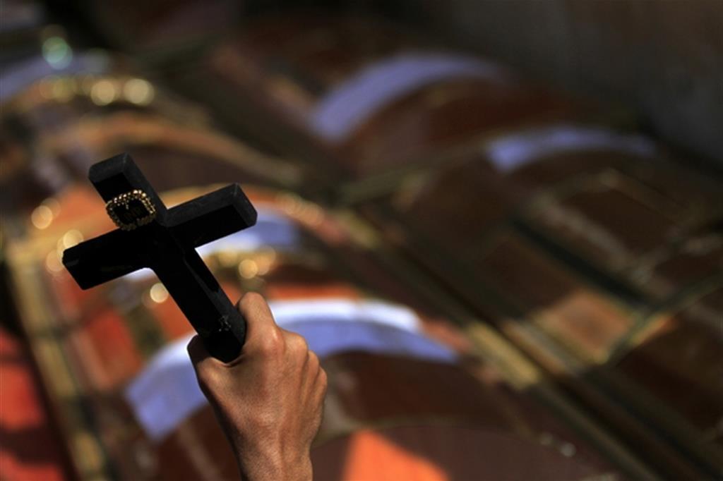 Attacco del Daesh ai bus diretti al Santuario copto: 11 morti, di cui 3 bimbi