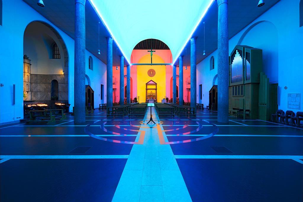L'intervento di Dan Flavin a Santa Maria Annunciata in Chiesa Rossa a Milano, progetto sostenuto da Fondazione Prada