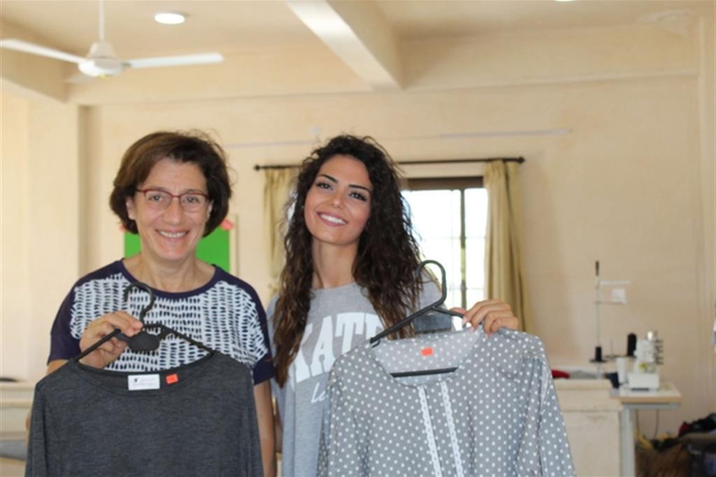 Leyla Moussali (a sinistra) è la responsabile del progetto, mentre Jessica Samman (a destra) è la direttrice del laboratorio aperto poco più di un anno fa, nell'ottobre del 2017 grazie a un finanziamento di 5mila euro dell'associazione Aiulas. -