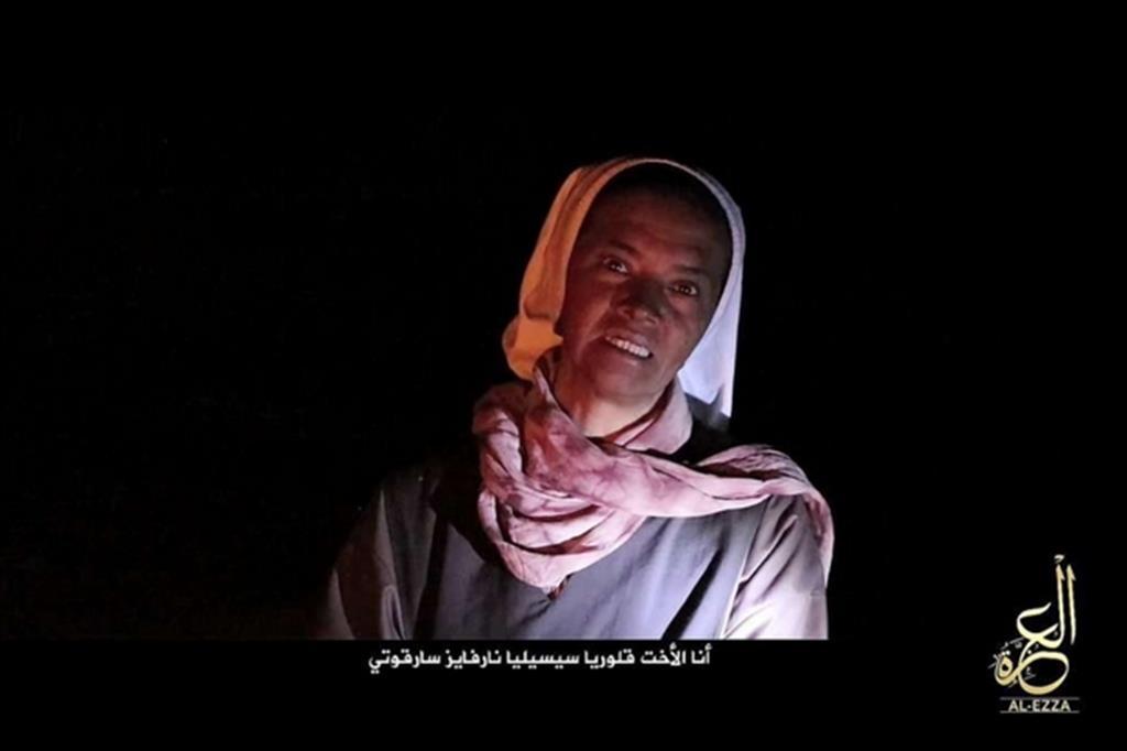 Suor Gloria in un frame del video