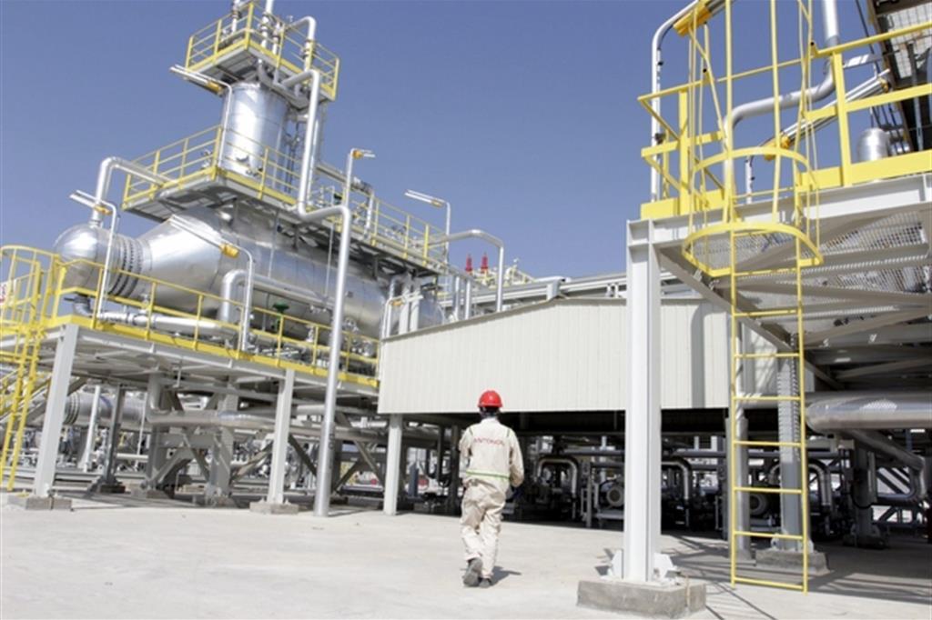 Una raffineria di petrolio (Ansa)