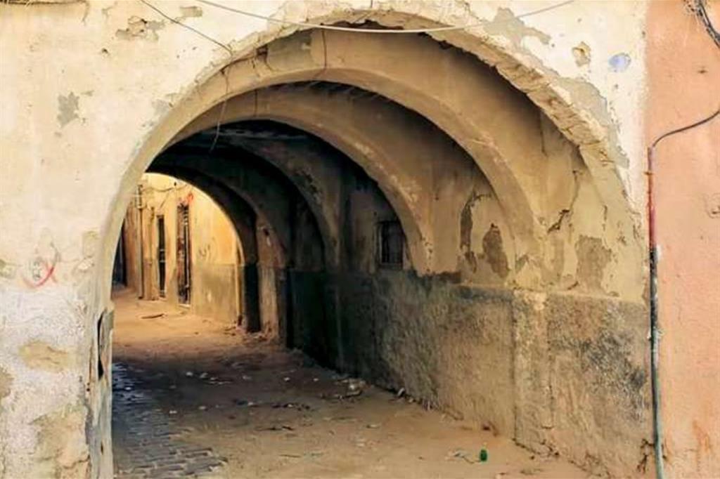 La Medina di Tripoli è in pericolo, minacciata da incuria, degrado e speculatori. La fotografa Hiba Shalabi, 41 anni, ha lanciato la campagna #saveoldcityTripoli -