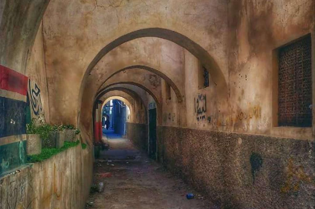 La città vecchia di Tripoli era la vecchia Ocea di origine fenicia, su cui si è impiantata la città romana con cardo e decumano. Su questa pianta si è sviluppata la città araba -