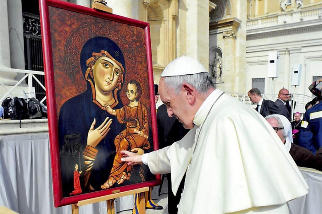 L'omaggio di papa Francesco a un'icona della Madonna