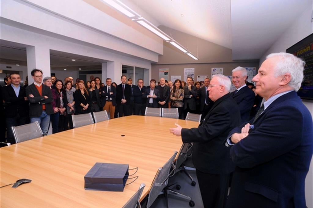 Il cardinale bassetti in visita ad avvenire amare la for Bassetti milano