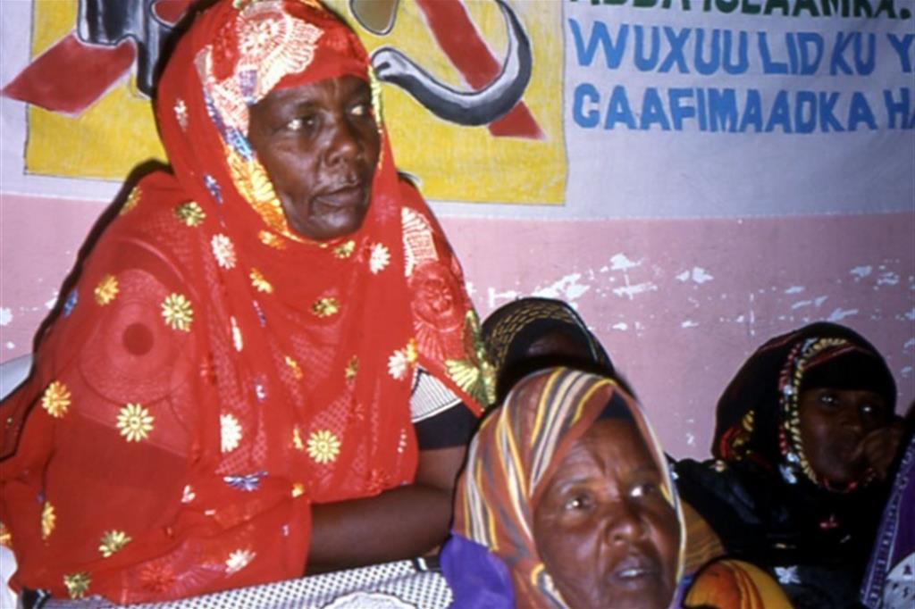 Un gruppo di donne somale manifesta a Mogadiscio contro l'infibulazione