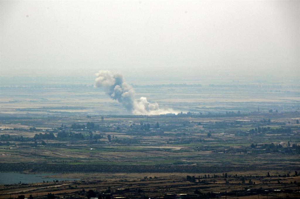 Un'immagine dei bombardamenti in atto nella regione ancora in mano ai ribelli anti-Damasco (Ansa)