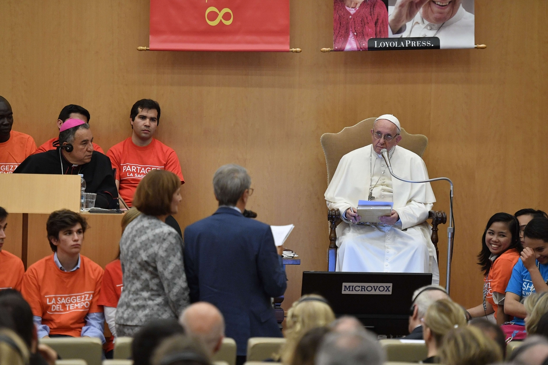 Il dialogo tra il papa i giovani e gli anziani e il regista scorsese il testo