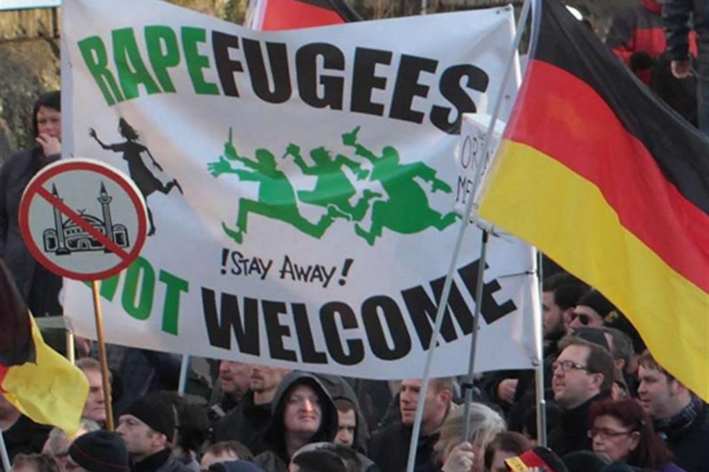 Una manifestazione in Germania contro i migranti