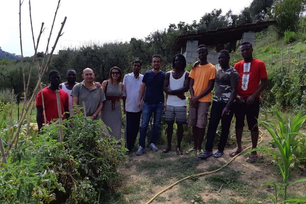 """Un gruppo di rifugiati accolti dalla cooperativa """"Diaconia"""" di Frosinone"""